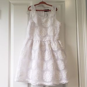 Guess Flower girl dress 11 - 12 years Size L (14)
